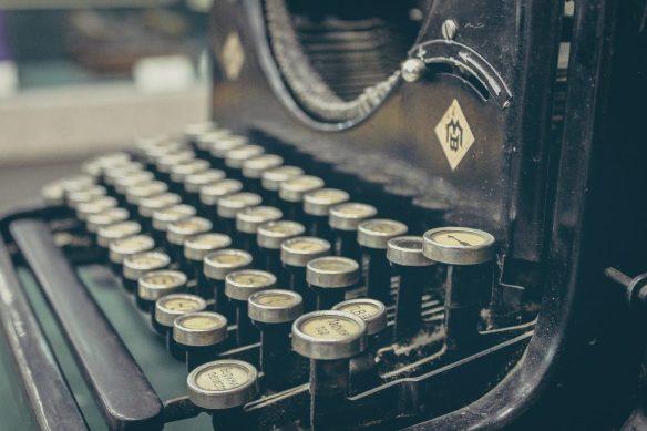 typewriter-407695_1920-1024x683