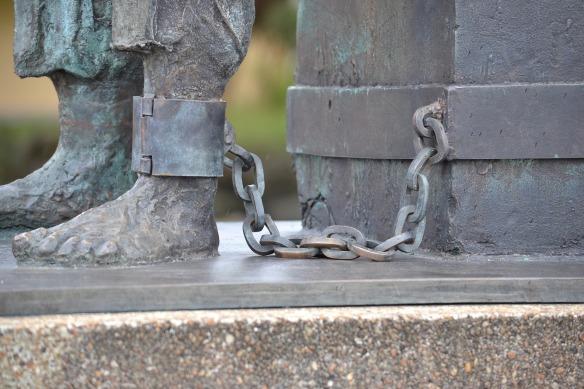 chains-913081_1920
