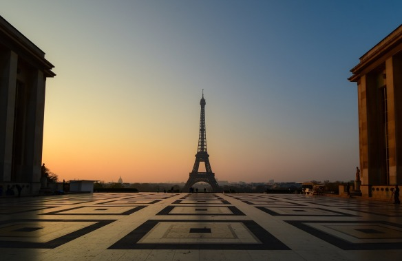 eiffel-tower-4123349_1920