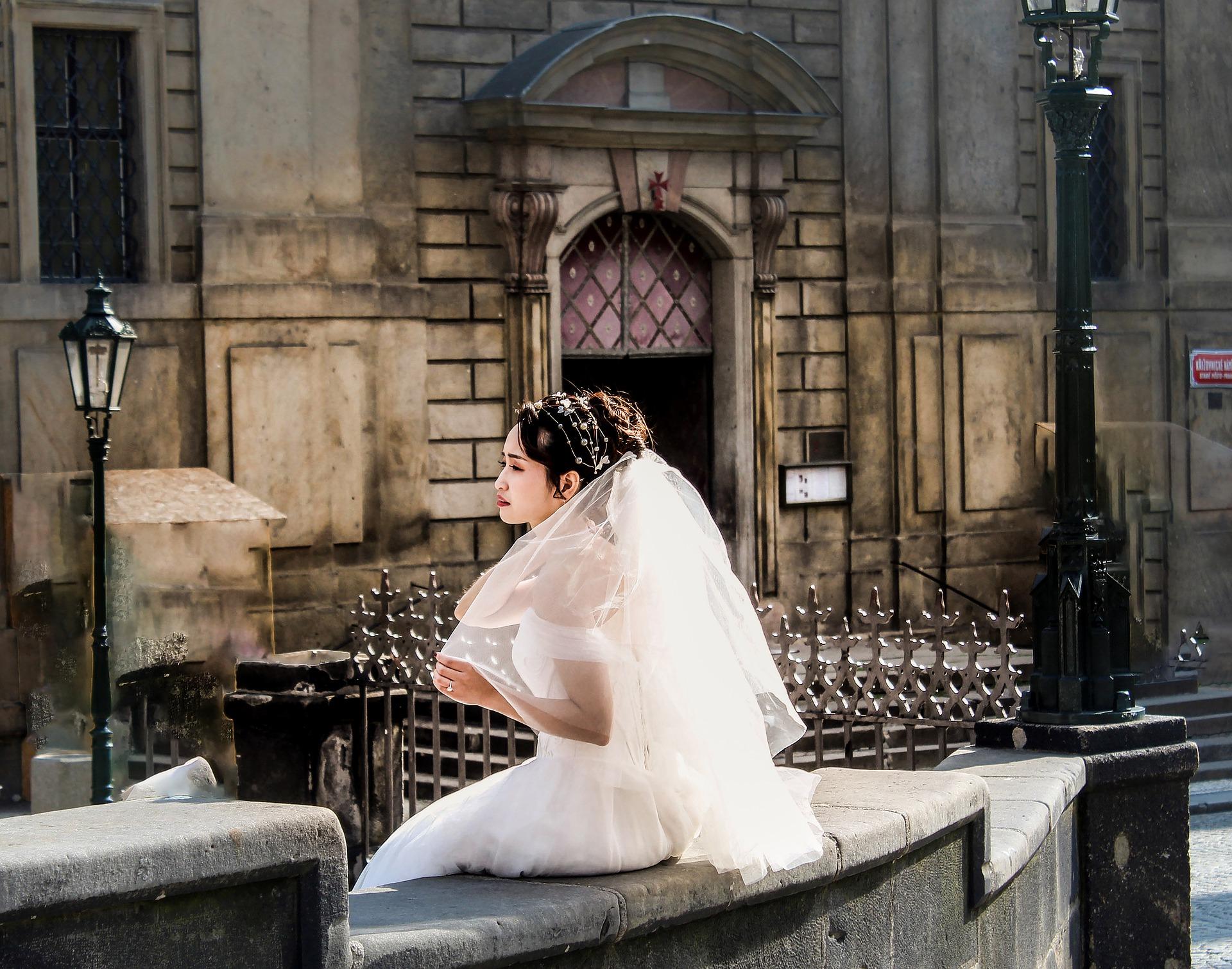 bride-4264696_1920